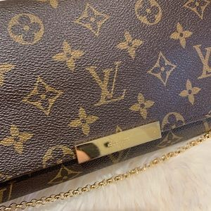 Louis Vuitton Bags - Louis Vuitton Monogram Favorite PM Crossbody Bag